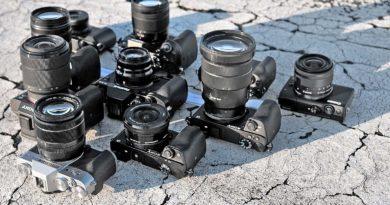 Aparat fotograficzny, kamera, powerbank i pozostały sprzęt, którego używam na wyjazdach