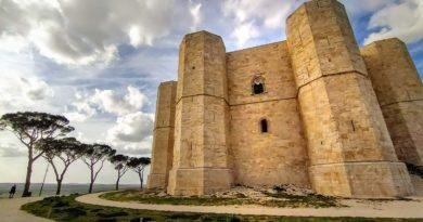 Castel del Monte – średniowieczna twierdza tajemnic, symboli i pytań, na które wciąż brak odpowiedzi